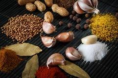 Bönor och kryddor Arkivfoto
