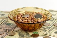 Bönor och pengar arkivfoton