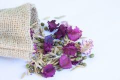 Bönor, ris och torr blomma det sakralt i bröllop royaltyfri fotografi