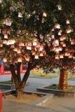 Bönträd på Guan Yu Temple Arkivbilder