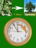börjar tid för sommartiden för dagsljusperiodsparandet Arkivfoton