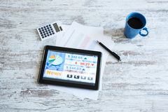 Börse, die APP auf einem Tablet-PC handelt Lizenzfreie Stockbilder