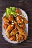 Búfalo das asas de galinha com queijo azul e varas de aipo Imagem de Stock Royalty Free
