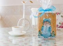 Búho del pan de jengibre con Año Nuevo del pino Foto de archivo libre de regalías