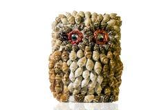 Búho hecho de conchas marinas Imágenes de archivo libres de regalías