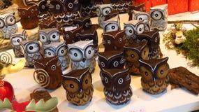 Búhos de madera decorativos de la Navidad Imagenes de archivo