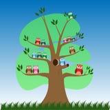 Búhos lindos de la historieta en el árbol - vector libre illustration