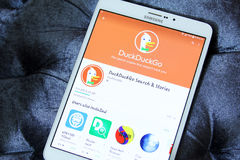 Búsqueda app de Duckduckgo Foto de archivo libre de regalías