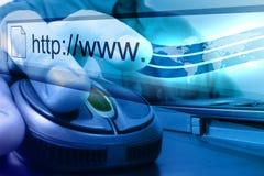 Búsqueda azul del ratón del Internet Fotos de archivo
