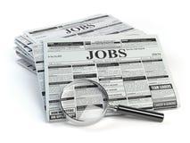 Búsqueda de trabajo Lupa con los periódicos del anuncio clasificado de los trabajos aislados stock de ilustración