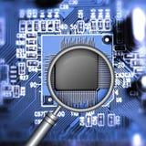 Búsqueda del microchip Imágenes de archivo libres de regalías