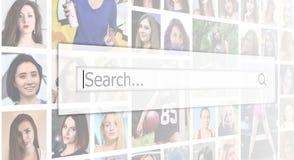 búsqueda El texto se exhibe en el cuadro de búsqueda en el backgroun imagenes de archivo
