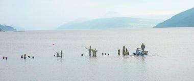 Búsqueda para el lago Ness Monster Foto de archivo