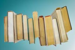 Bücher auf blauem Hintergrund Lizenzfreies Stockbild