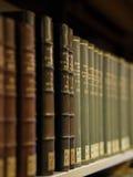 Bücher auf einem Regal Stockfoto