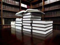 Bücher auf Tabelle in der Bibliothek Stockfotografie