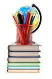 Bücher, Bleistifte und Kugel Lizenzfreie Stockfotografie