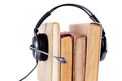 Bücher in den Kopfhörern Lizenzfreie Stockfotos