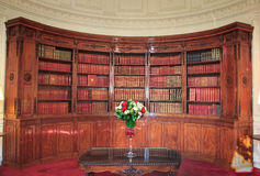 Bücher in der Bibliothek im Ãlysée Palast Lizenzfreie Stockfotografie