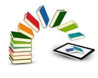 Bücher, die in eine Tablette fliegen Stockbilder