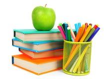 Bücher, ein Apfel und Bleistifte Auf weißem Hintergrund Lizenzfreies Stockbild