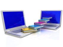 Bücher fliegen in Ihren Laptop Lizenzfreie Stockfotos