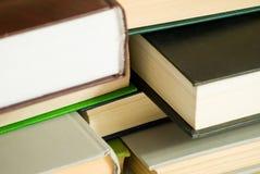 Bücher getrennt auf weißem Hintergrund Stockfoto