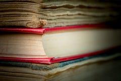 Bücher im alten Abdeckungsabschluß oben Lizenzfreie Stockfotos