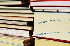 Bücher Konzept Stapel von Büchern und von Notizbüchern, Abschluss oben Lizenzfreies Stockbild