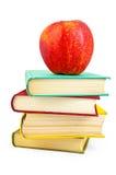 Bücher mit Apfel Stockfoto