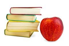 Bücher mit rotem Apfel Stockfotografie