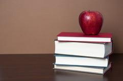 Bücher und Apple Stockfoto