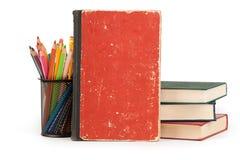 Bücher und Bleistifte auf weißem Hintergrund Lizenzfreies Stockbild