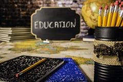 Bücher und Bleistifte für Bildung Lizenzfreie Stockfotos