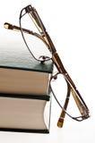 Bücher und Brillen Lizenzfreie Stockfotos
