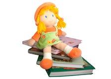 Bücher und eine Puppe der Kinder Lizenzfreie Stockfotos