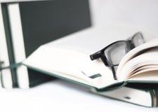 Bücher und Gläser Lizenzfreie Stockbilder