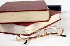 Bücher und Gläser Lizenzfreies Stockfoto