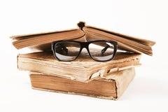 Bücher und Gläser Stockfotos