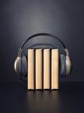 Bücher und Kopfhörer Lizenzfreie Stockfotos