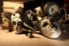Bücher und Masken Lizenzfreies Stockbild