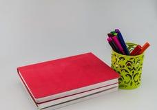 Bücher und Stift Stockfotografie