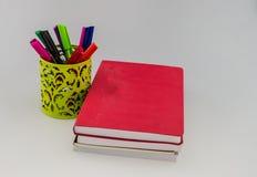 Bücher und Stift Lizenzfreie Stockfotos