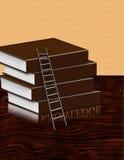 Bücher und Strichleiter auf Schreibtisch Stockfotos