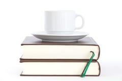 Bücher und Tasse Kaffee Stockfoto