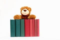 Bücher und Teddybär Stockbilder