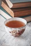 Bücher und Tee Stockbild