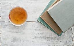 Bücher und Tee Stockfotografie
