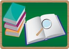 Bücher und Vergrößerungsglas Stockfotos