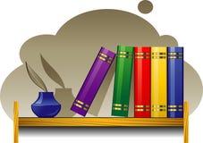 Bücherregal mit Büchern und Tintenfaß Lizenzfreie Stockfotografie